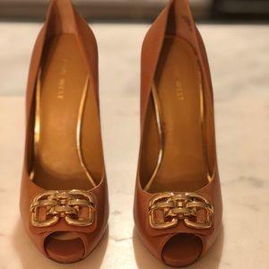 Nine West tan heel w gold